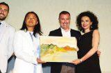 """Marefestival Premio Troisi 2016: l'artista Liu Yi dona il dipinto """"Isola di pace"""""""