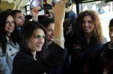 Roma. 150 bus nuovi per la periferia. Raggi fa il tour sul 558 e annuncia il controllore fisso