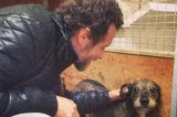 Jovanotti dona 15 quintali di crocchette al canile di Ossaia