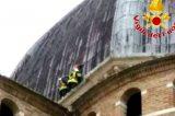 Intervento dei Vigili del fuoco in condizioni estreme sulla cupola della Basilica di Loreto