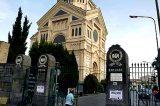 """""""I morti non fanno paura. Sono i vivi che fanno paura"""": il racconto del custode di un cimitero di Napoli"""