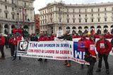 Video esclusivo/ TIM, i dipendenti da tutt'Italia a Roma contro il risiko finanziario giocato sulla loro pelle