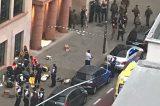 """Allerta Bruxelles, uomo attacca due soldati con coltello. Centro crisi: """"È attentato terroristico, monitoraggio in corso"""""""