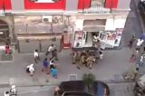 Paura a Napoli. Militari accerchiati da un gruppo di immigrati