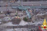 Video/Milano, deraglia un treno con a bordo molti pendolari. Polizia e Vigili sul posto per numerosi soccorsi
