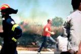 """Incendio Grecia, tragedia incalcolabile. Premier Tsipras: """"Queste sono ore di battaglia. Ma nulla sarà lasciato senza risposte"""""""