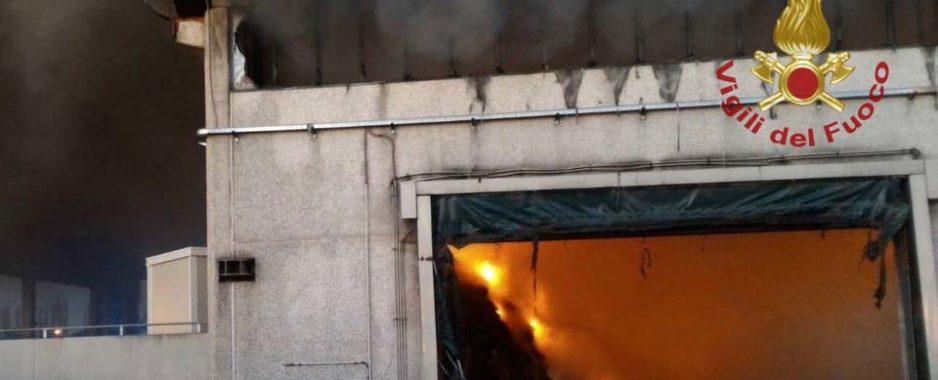 """Roma, incendio discarica Salario. Legambiente: """"Disastro ambientale, inviata denuncia"""""""